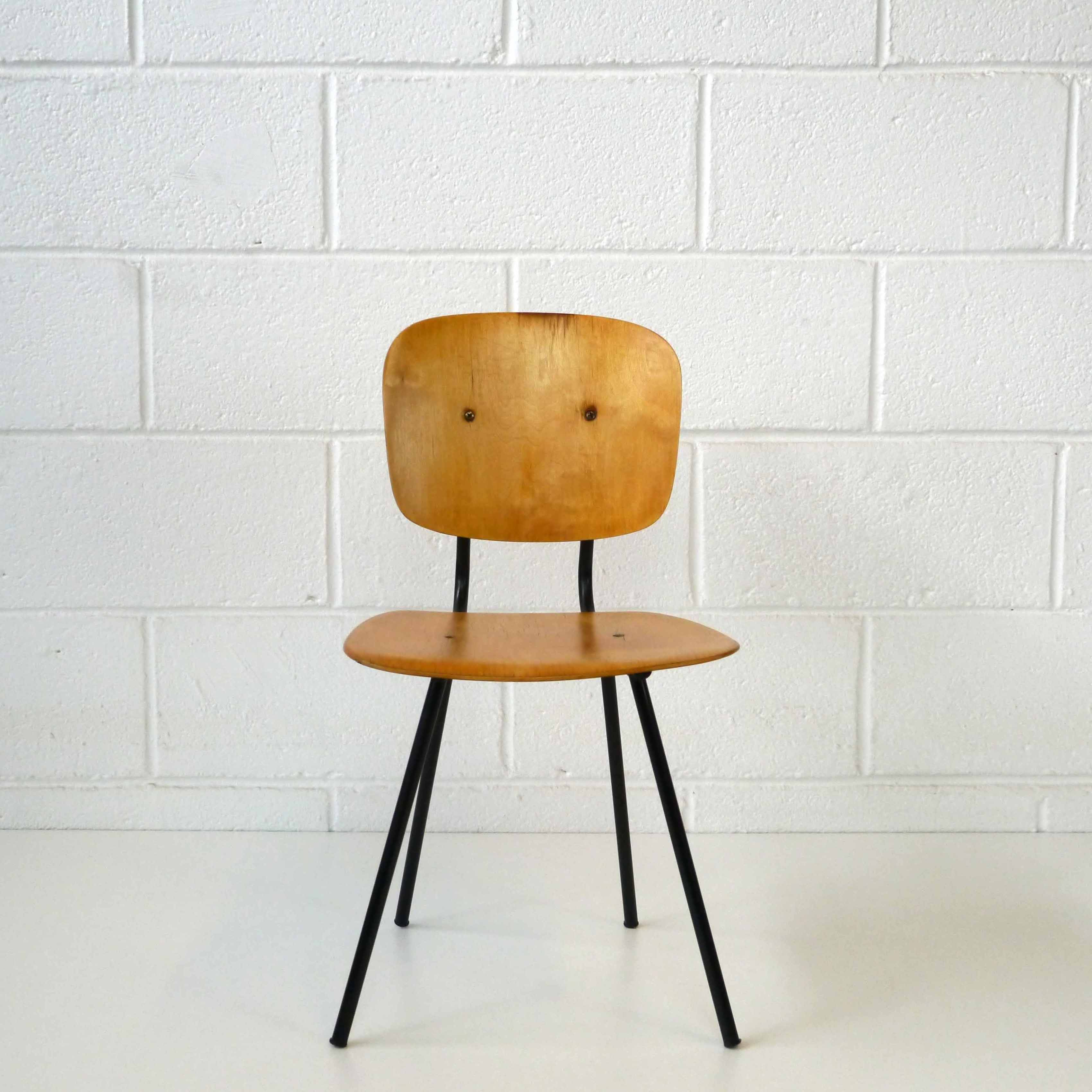 chaise enfant design 1950 la marelle mobilier et d co vintage enfants. Black Bedroom Furniture Sets. Home Design Ideas